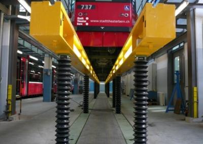 HW-Tram Hebebühne frontal